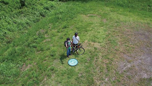 画像7: 被写体にカメラを向けたまま円を描いて飛ぶ
