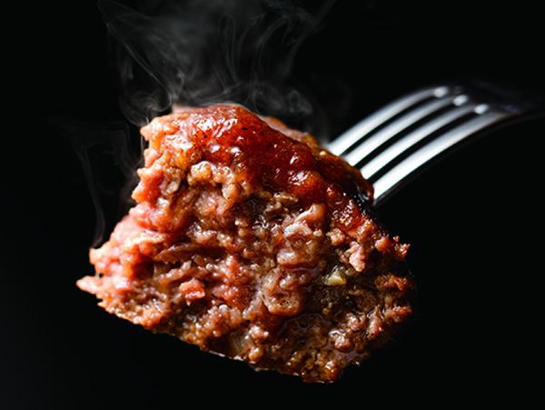 画像: 肉汁が滴り落ちる、お店でのあの味が、説明書を忠実に守れば再現可能。老若男女に喜ばれる食体験です。