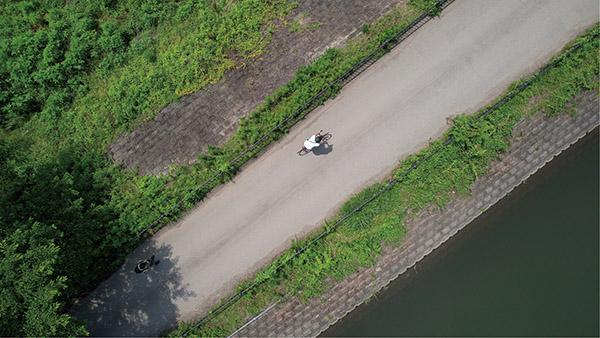 画像3: カメラは常にロードバイクの被写体を向く
