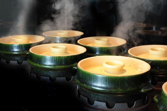 画像: 佐賀有田の窯元と3年以上の歳月をかけて開発した土鍋釜「Bamboo!!(バンブー)」。