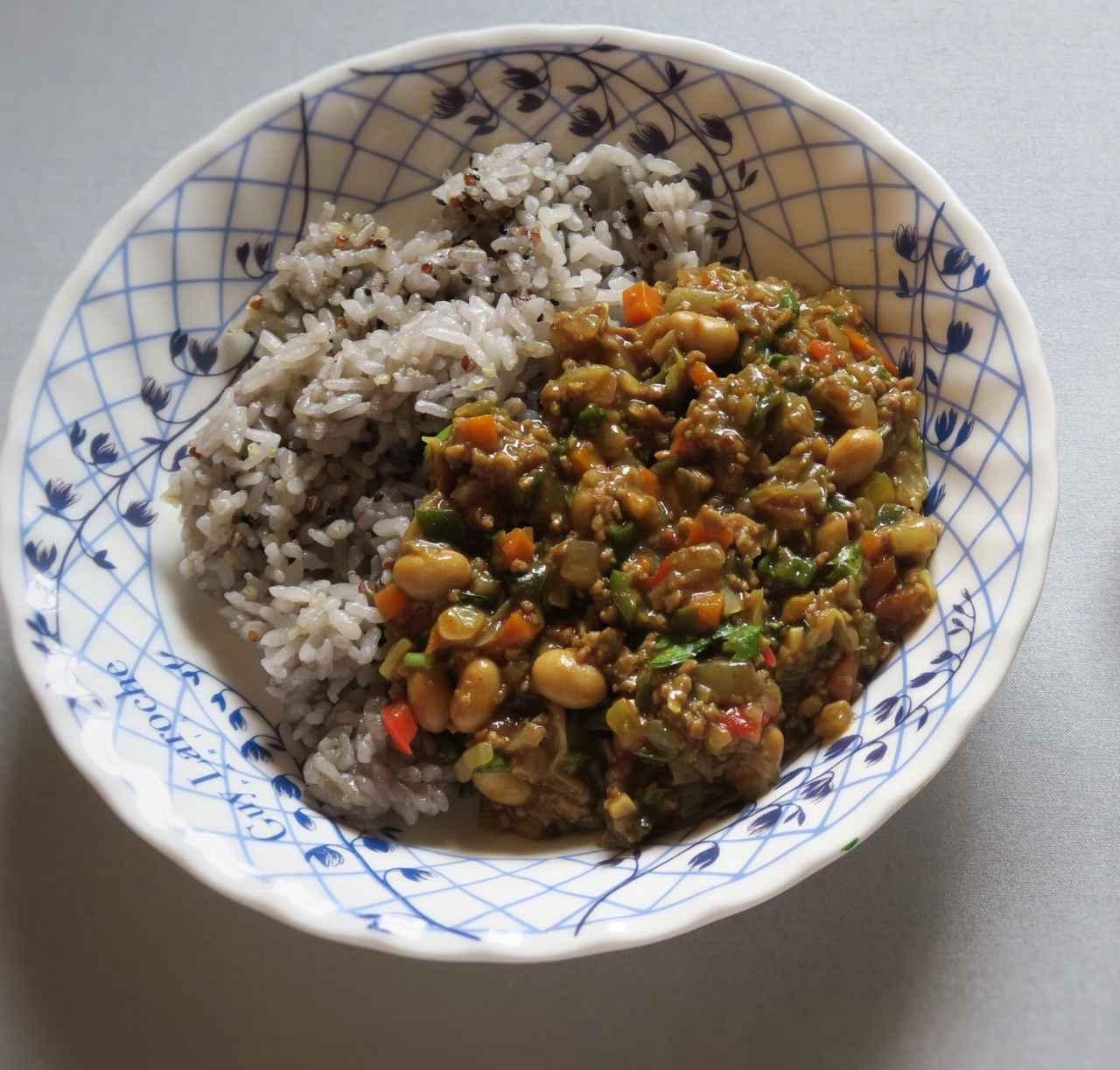 画像: 野菜+大豆の水煮缶で作ったドライカレーの応用例。