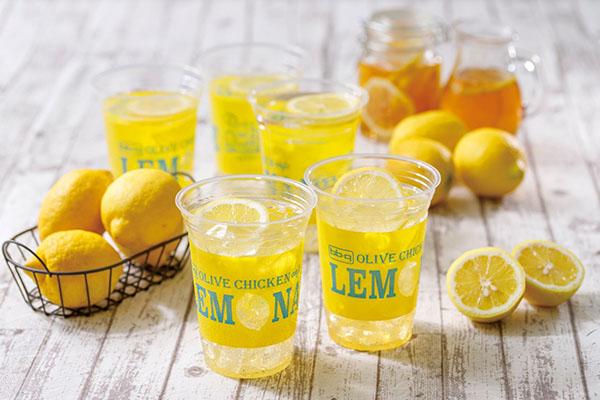 画像: ドリンクの看板商品であるレモネードは毎日店内でレモンを絞ってつくっている。