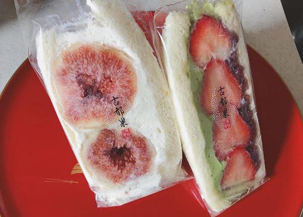 画像: 「いちじく」(左)「いちご抹茶」(右)ともに700円(税込756円)。