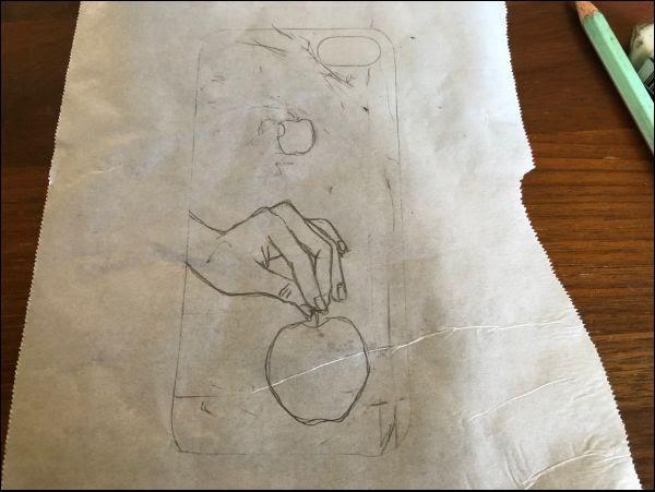 画像: ケースの中に輪郭が全て収まるよう絵を描いていきます