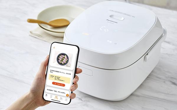 画像: スマホアプリ「キッチンポケット」を使ってさまざまなカスタマイズが可能。外出先から炊き上がり時刻の変更を指示することもできる。