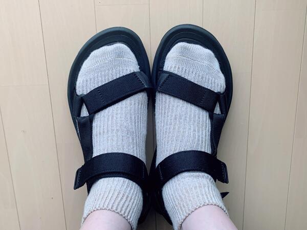 画像: 靴下を履いて着用してみました。