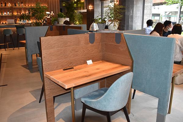 画像: Wi-Fiと電源を完備した有料席。