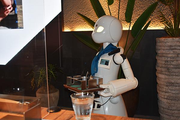 画像: OriHime-Dパイロット・りょーさんによるご挨拶。