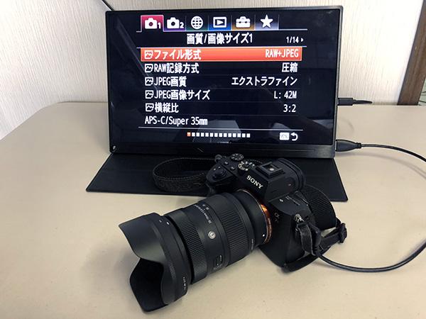 画像: Sony α7R IIIと接続しても問題なく画面表示などが行われます。