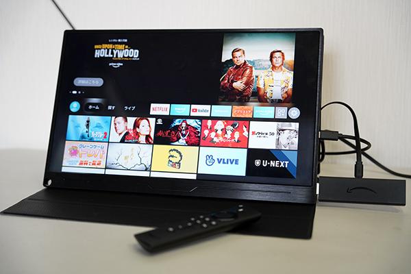 画像: 「EVICIV EVC-1506」の向かって右側にささっているのがFire TV Stick。