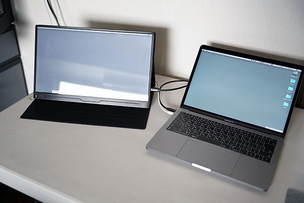画像: USB-Cケーブル1本で、モニターの電源まで供給してくれるのが本当に便利。