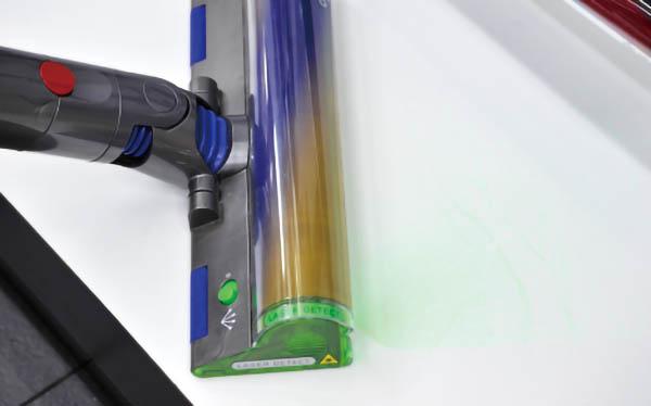 画像: ヘッドから緑色のレーザーを照射。細かいチリも、影がついて見やすーい。