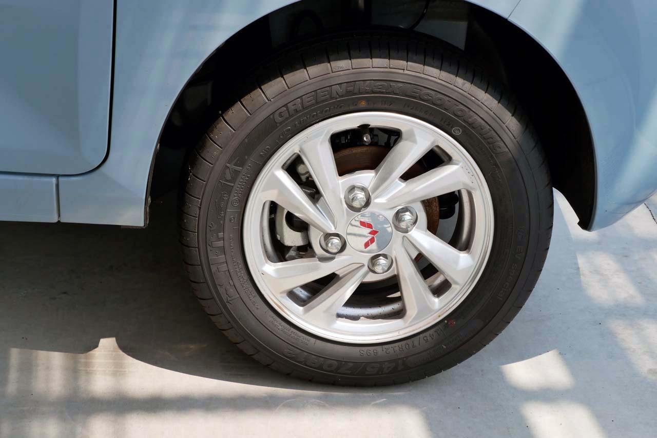 画像: タイヤは145/70R12で、アルミホイールを組み合わせる