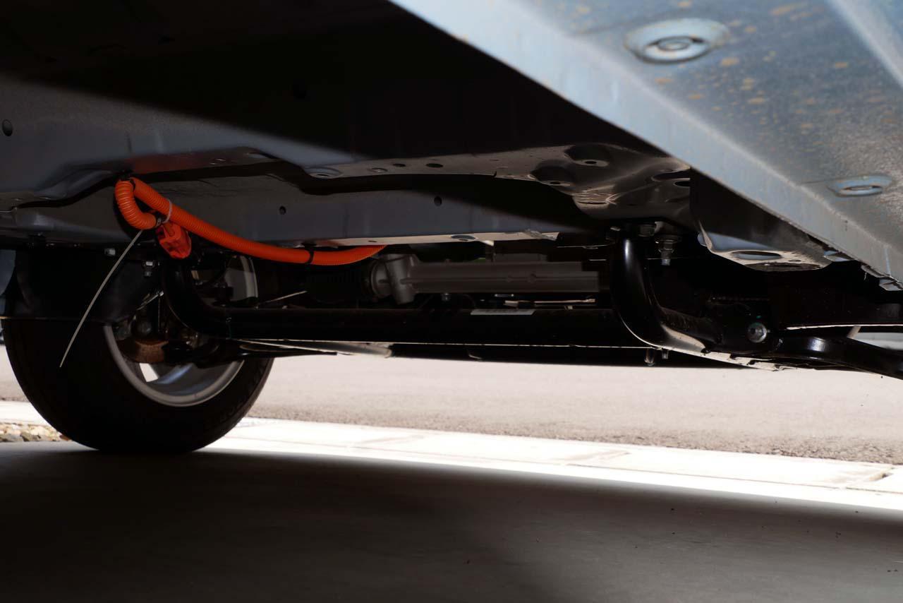 画像: ベース車のプロペラシャフトをなくしたことで、バッテリースペースを確保できた