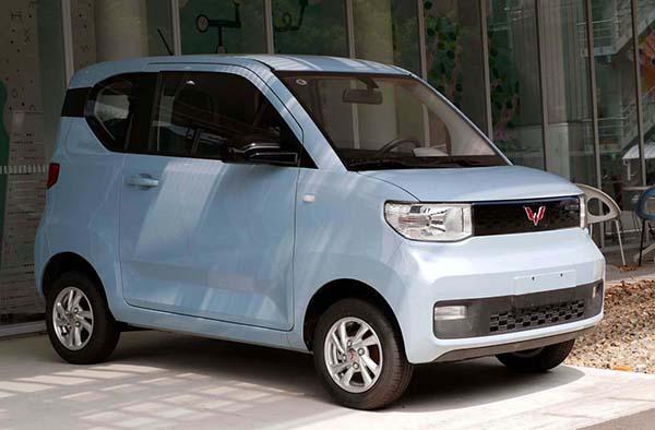 画像1: 名古屋大学構内に展示された「宏光Mini EV」