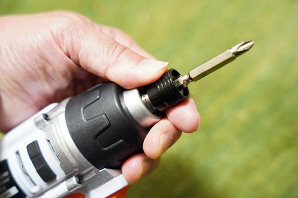 画像: 市販の6.35mm六角軸インパクトドライバー用ビットが使用できます。