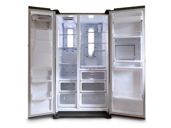画像: この10年で最も大きな進化は断熱材の薄型化による容量アップ。食材のフレッシュさを保つ機能も進化した。