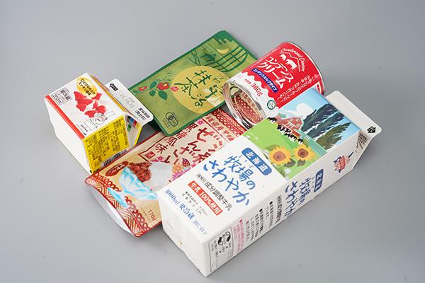 画像: 材料は「抹茶」「生クリーム」「コンデンスミルク」「沖縄ぜんざい」「牛乳」です。