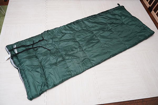 画像: 封筒型と呼ばれる長方形のシュラフ。