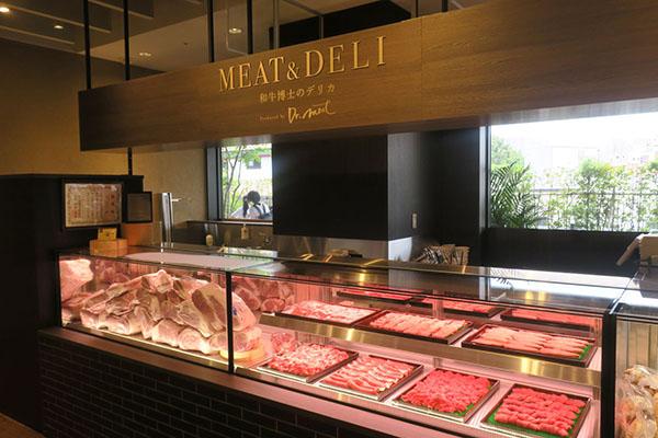 画像: 神戸ビーフの精肉や加工品を取りそろえた精肉売場。既に地元の顧客がリピーターとなっている。