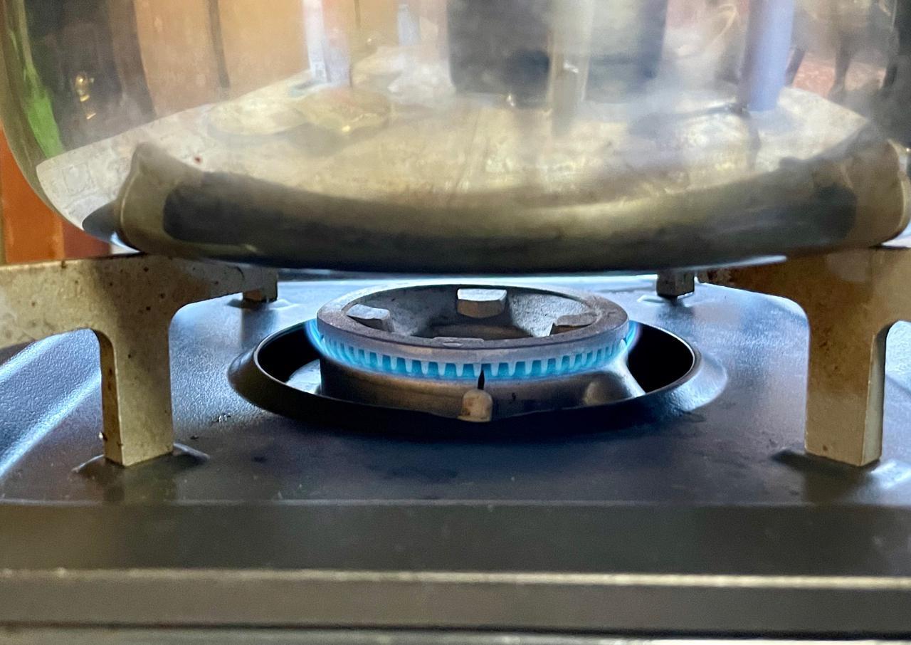 画像: 沸騰後はこれくらいの火加減が目安。