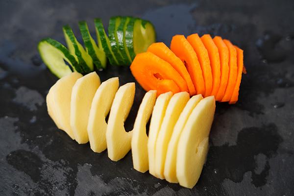 画像: いろいろな野菜を切りたくなります。