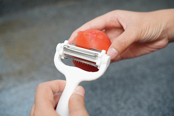 画像: やはりトマトの皮は湯むきなのか……。