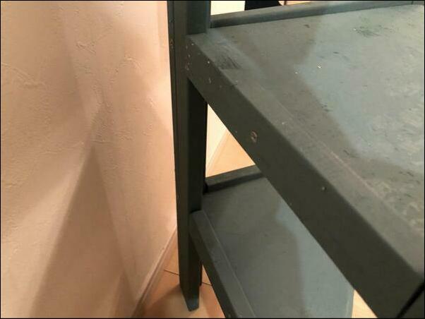 画像: 組み立てが完了したら棚板を設置していきます