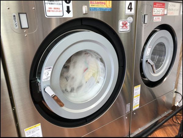 画像: 洗濯機の中にイン!