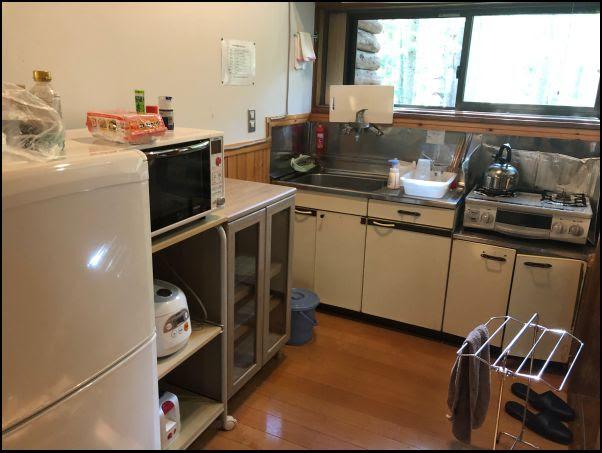 画像: キッチンはレトロ調