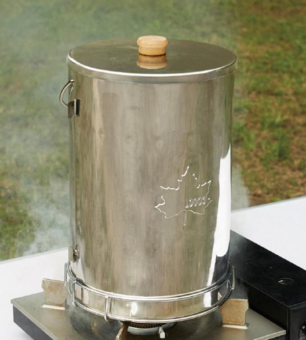 画像3: 煙や匂いが気になるスモーク料理も庭であればチャレンジしやすい