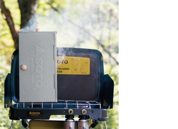 画像2: 煙や匂いが気になるスモーク料理も庭であればチャレンジしやすい