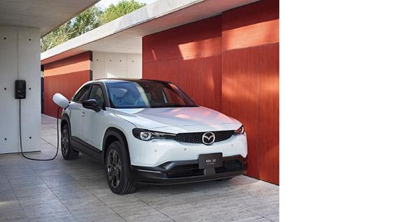 画像: 2020年にホンダ、2021年にマツダと、メーカー初のEV乗用車が相次いで登場(写真はマツダ・MX-30 EV)。