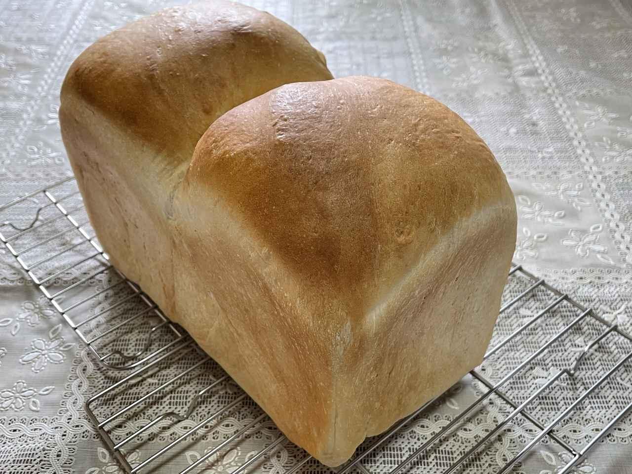 画像: パンを焼くときは食塩不使用バターをよく使います。