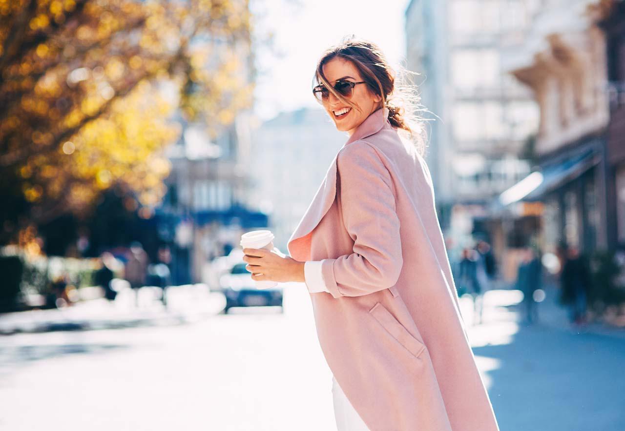 画像: 【2021年】10月の気温とおすすめの服装 コートはいつからOK?賢く秋を乗り切る最適コーデを紹介! - 特選街web