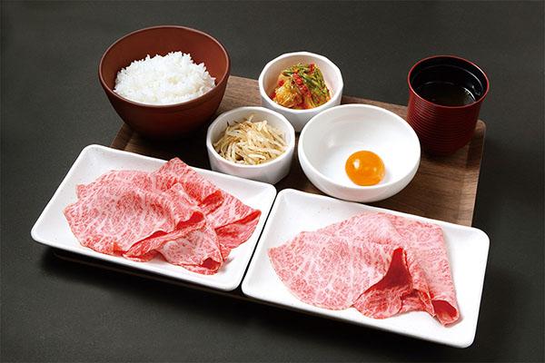 画像: 「MY YAKINIKU STYLE」(一人焼肉)業態の「A5ランク黒毛和牛すき焼き肉御膳(140g)」1738円。