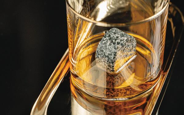 画像1: スコットランド人の飲み方を具現化。酒本来の味を堪能できる溶けない氷