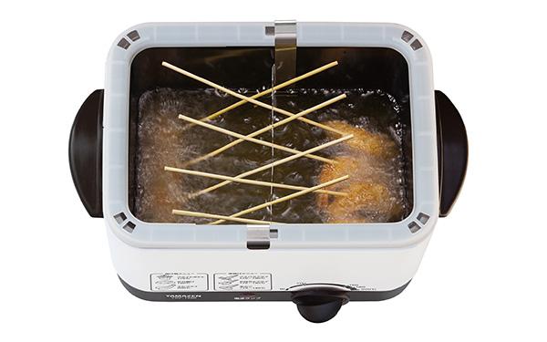 画像2: 卓上でアツアツの串揚げ、唐揚げ、ポテトフライを味わう