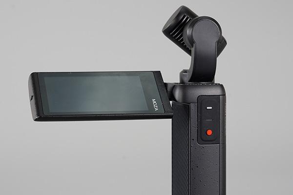 画像: 軽量コンパクトでありながら、2.45インチの大型タッチスクリーンを搭載した「MOZA MOIN Camera」。