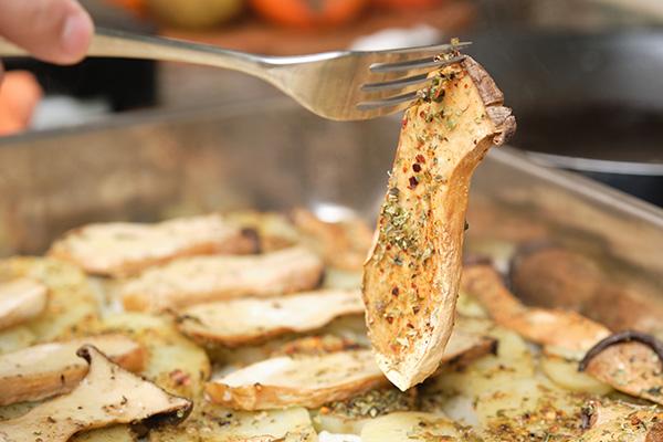 画像: 「香りマツタケ・味シメジ」の言葉がうまれた当時には、まだ日本にエリンギがなかった可能性が…。 画像:Getty Images