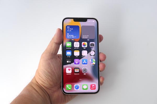 画像: iPhone 13は画面の大きさと操作性が両立する、最もバランスがよいモデルという印象
