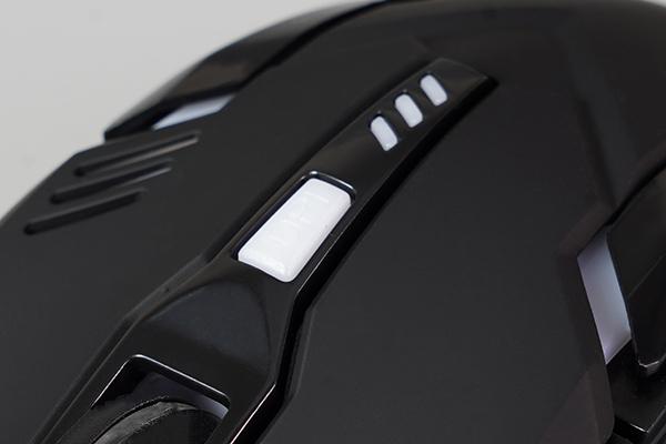 画像: 4段階でマウスの感度を調整できる。