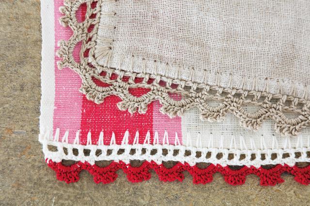 画像: ひと模様は同じ編み方だが、編む部分や配色で印象が、がらり。単純な編み方の繰り返しなので簡単