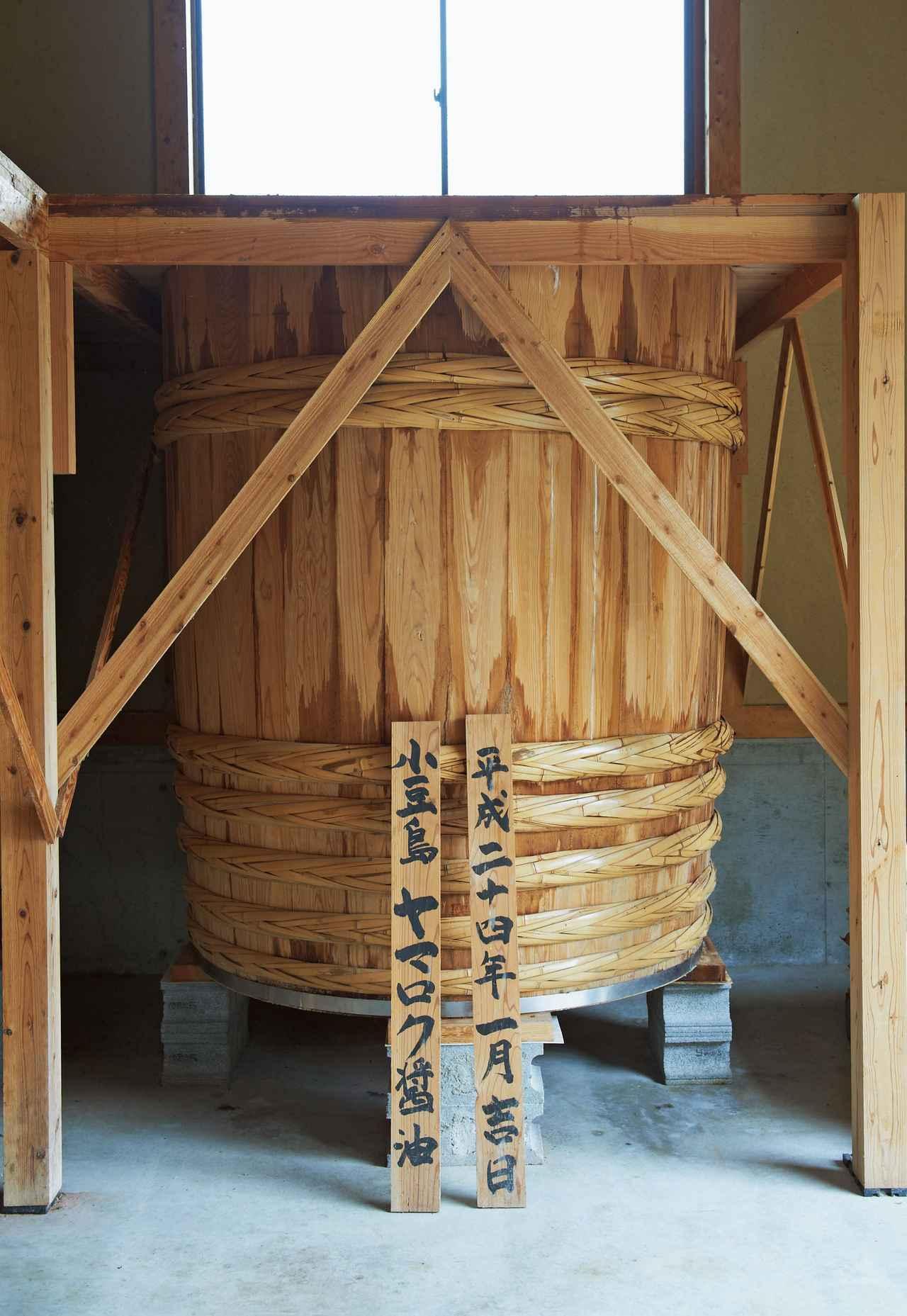 """画像: 新桶では、2013年の1月からもろみを仕込んでいる。2015年の秋ごろには""""新桶仕込みの濃口醤油""""として販売される予定"""