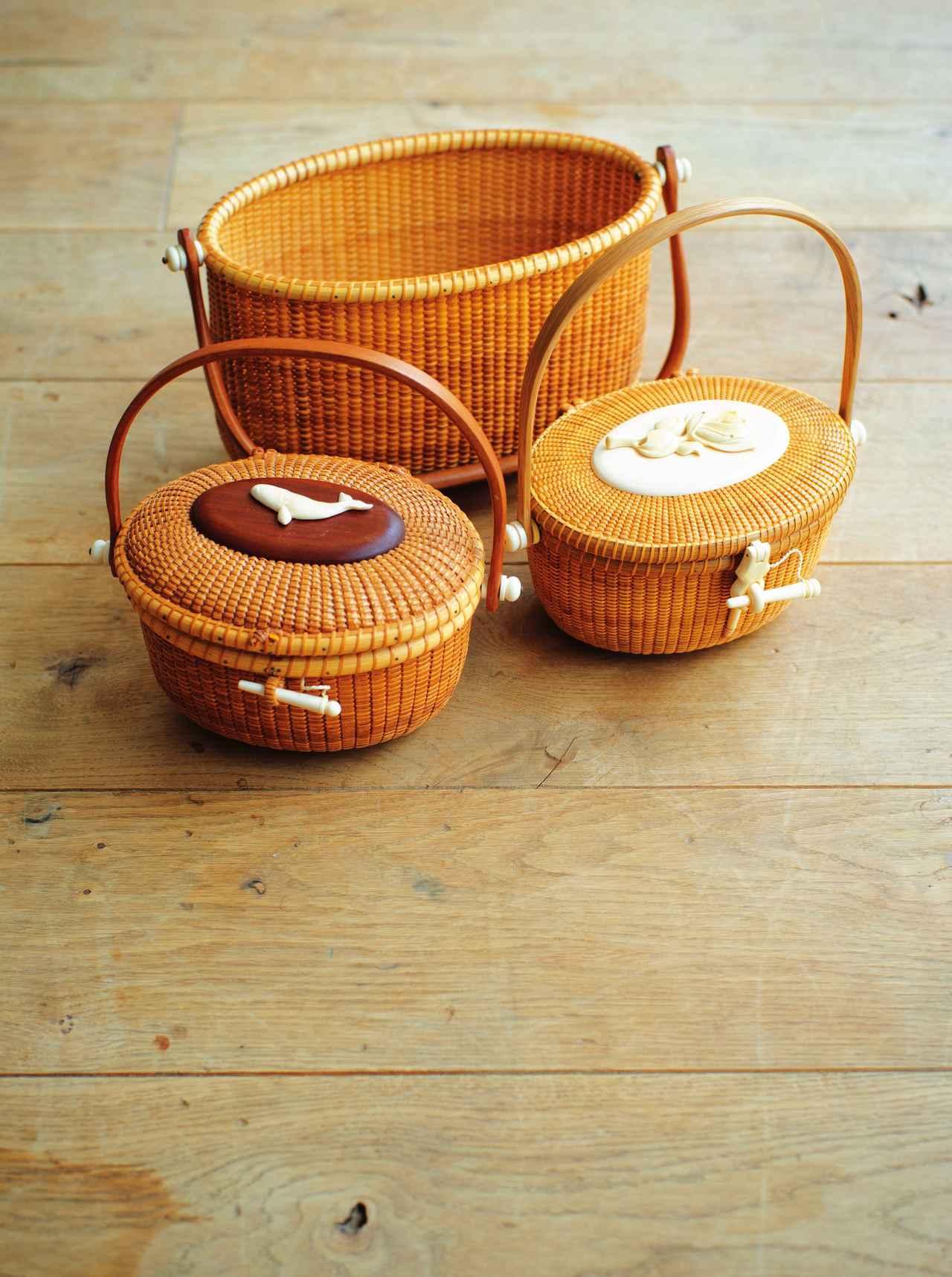 画像: ナンタケットバスケットは佇まいが好き アメリカ・ナンタケット島でつくられている伝統工芸品、ナンタケットバスケット。細かい目と象牙の細工が特徴。パーティのときなどに持つ