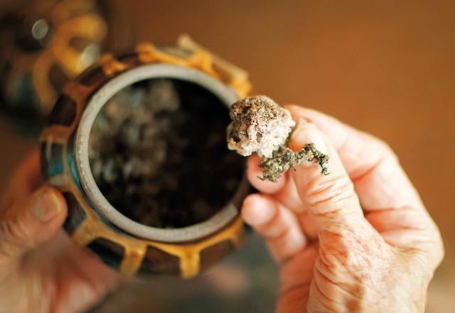 画像: 昭和40年の梅干し。長期間保存するときは4割の天然塩で梅を漬ける