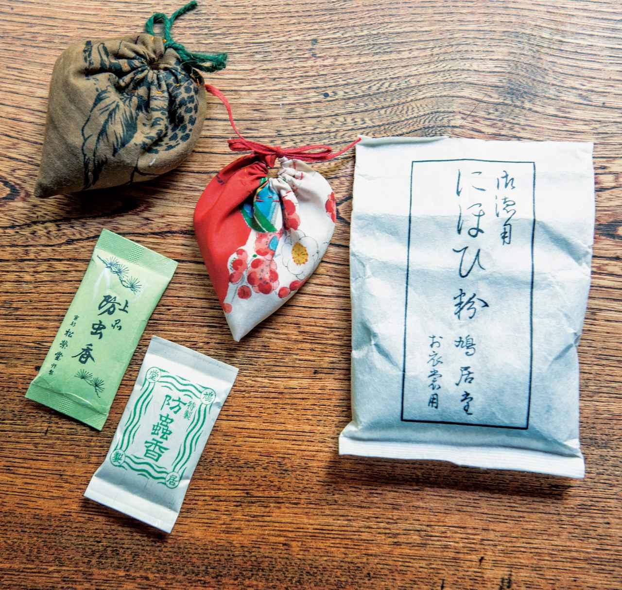 画像: 天然素材を使った鳩居堂の「にほひ粉」や「防虫香」で、におい袋を手づくり。「布や端布は山ほど持っていて、見ているだけで楽しくて幸せ」
