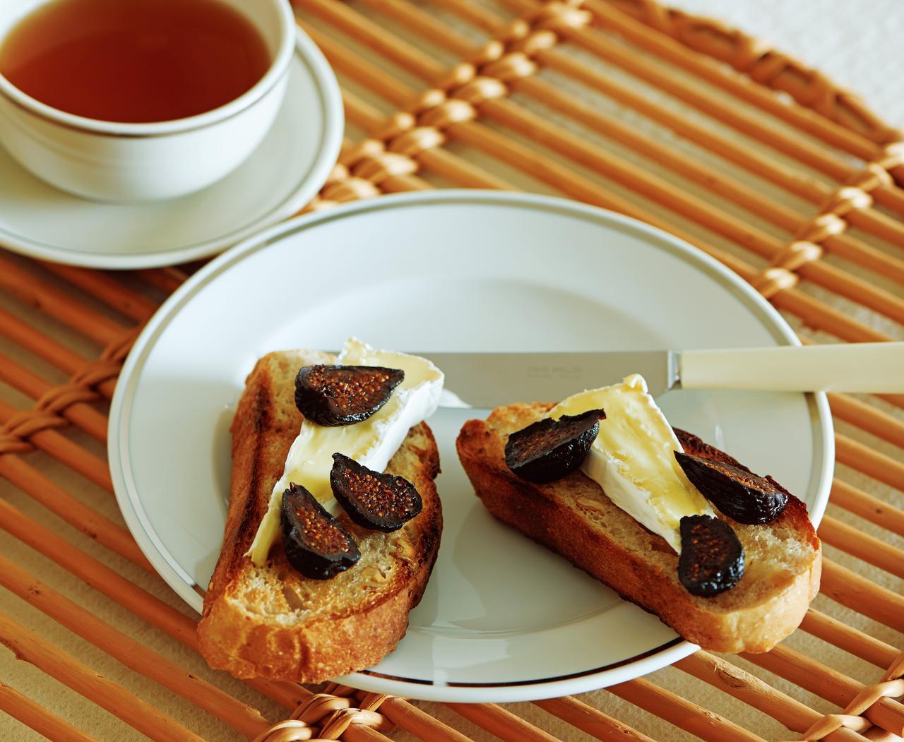 画像1: ドライいちじくとブリーチーズのトースト
