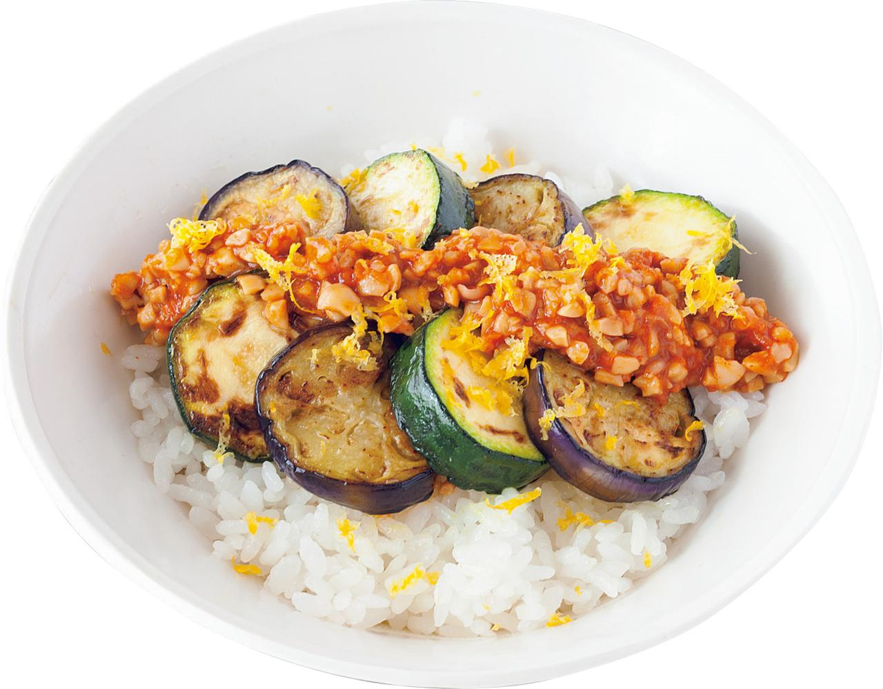 画像: 焼き夏野菜の納豆味噌のっけ丼