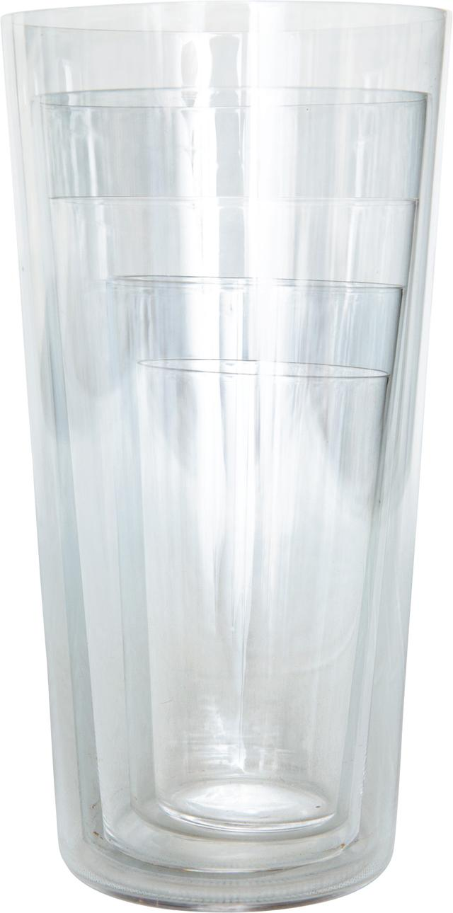 画像: 口をつけたときの繊細な感触、そして、氷を入れたときの、からん、という音が美しいグラス。お茶やジュースを飲むのによく使うのは、2番目に大きいもの。一番小さなサイズは、一輪挿しとしても使っている